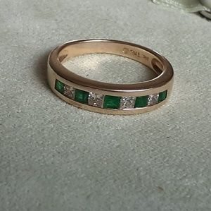 14k ring with emerald and diamonds